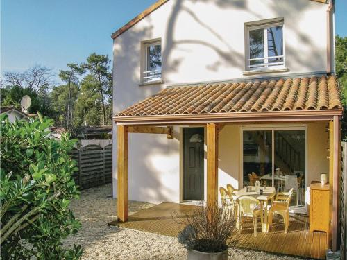 Two-Bedroom Holiday Home in Longeville sur Mer : Hebergement proche de Saint-Hilaire-la-Forêt