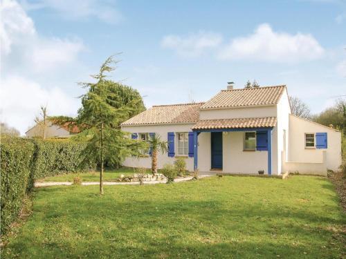 Three-Bedroom Holiday Home in St Maixent sur Vie : Hebergement proche de Saint-Paul-Mont-Penit