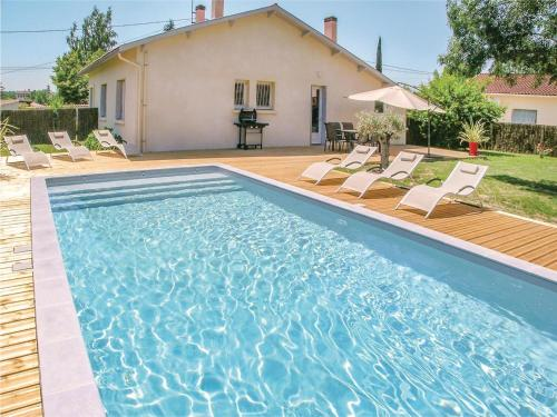 Three-Bedroom Holiday Home in Eymet : Hebergement proche de Moustier