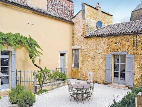 Holiday Home Sainte Alvere Rue De La Republic : Hebergement proche de Journiac
