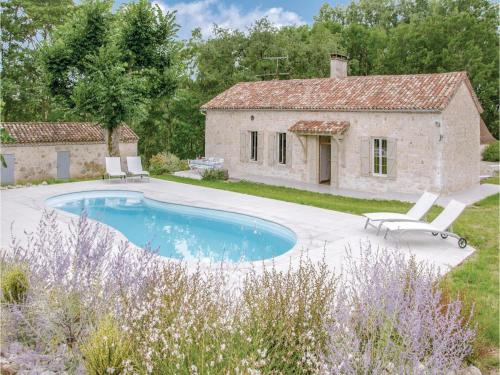 Five-Bedroom Holiday Home in Sembas : Hebergement proche de Madaillan
