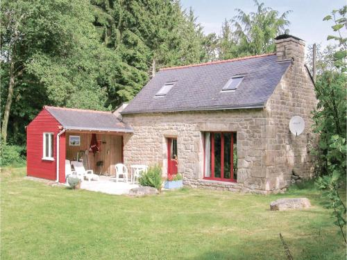 Holiday home St Tugdual 12 with Outdoor Swimmingpool : Hebergement proche d'Inguiniel