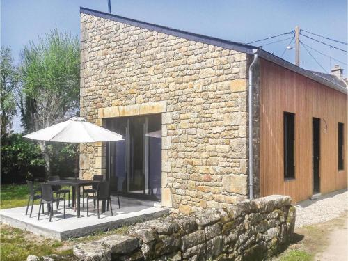 Three-Bedroom Holiday Home in Erdeven : Hebergement proche de Plouhinec