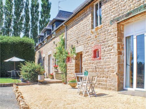 Seven-Bedroom Holiday Home in Fougerolles du Plessis : Hebergement proche de Saint-Mars-d'Égrenne