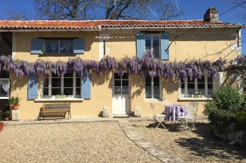 Beautiful Gite, Pool and Games Barn : Hebergement proche de Saint-Jean-d'Ataux