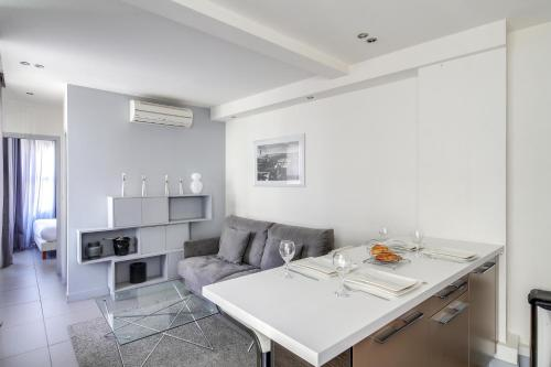 Nice & Cosy Flat For 4 - Gare Saint-Lazare : Appartement proche du 8e Arrondissement de Paris