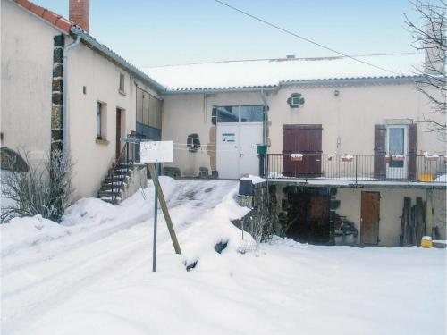 Three-Bedroom Holiday Home in Landos : Hebergement proche de Lanarce