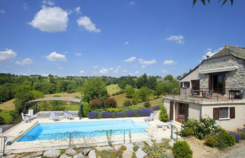 Monteils Villa Sleeps 8 Pool WiFi : Hebergement proche de Najac