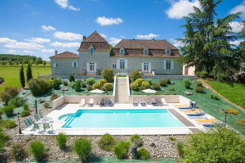 La Calevie Villa Sleeps 14 Pool WiFi : Hebergement proche de Ribagnac