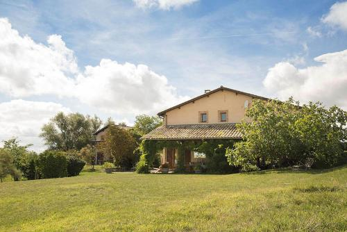 Salvagnac-Cajarc Villa Sleeps 16 Pool WiFi : Hebergement proche de Saint-Jean-de-Rives