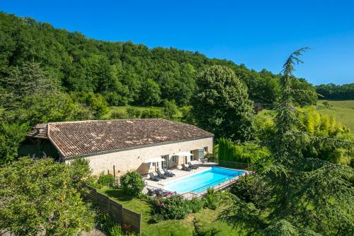 Marcus Villa Sleeps 8 Pool WiFi : Hebergement proche de Coulx