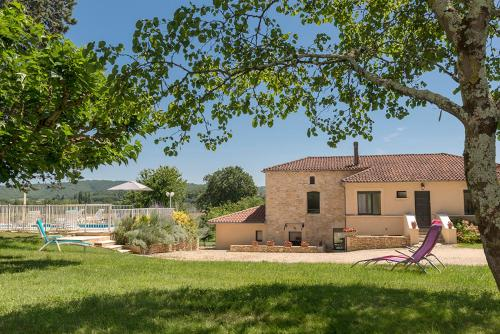 Brouel Villa Sleeps 8 Pool WiFi : Hebergement proche de Duravel