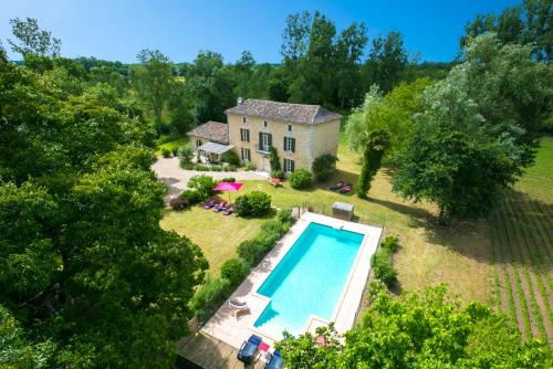 Bearnes Villa Sleeps 8 Pool WiFi : Hebergement proche de Saint-Colomb-de-Lauzun