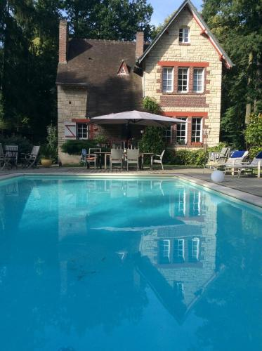 COTTAGE ANGLO-NORMAND CHANTILLY : Chambres d'hotes/B&B proche d'Anserville