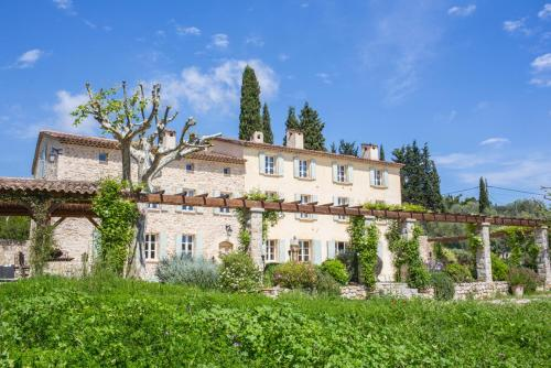 Magagnosc Villa Sleeps 16 Pool Air Con WiFi : Hebergement proche d'Opio