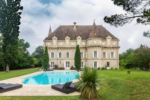 Castelsagrat Chateau Sleeps 19 Pool WiFi : Hebergement proche de Bourg-de-Visa