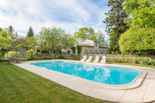Flaujagues Villa Sleeps 10 Pool WiFi : Hebergement proche de Bossugan