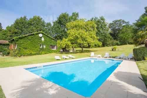 Panjas Villa Sleeps 10 Pool WiFi : Hebergement proche de Sainte-Christie-d'Armagnac