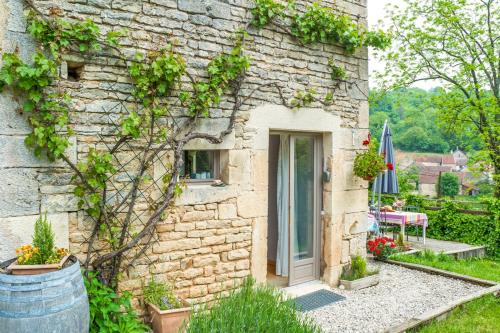 Le Vallon Villa Sleeps 5 WiFi : Hebergement proche de Trouhaut