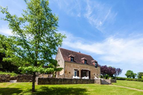 Moulins-Engilbert Villa Sleeps 10 Pool : Hebergement proche de Lanty