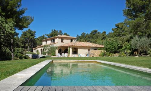 Le Tholonet Villa Sleeps 8 Pool Air Con WiFi : Hebergement proche de Saint-Antonin-sur-Bayon
