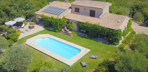 Plascassier Villa Sleeps 8 Pool Air Con WiFi : Hebergement proche d'Opio