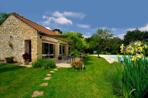 Siorac-en-Perigord Villa Sleeps 2 Pool WiFi : Hebergement proche de Carves