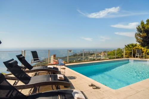 Eze Villa Sleeps 8 Pool Air Con WiFi : Hebergement proche de Cantaron