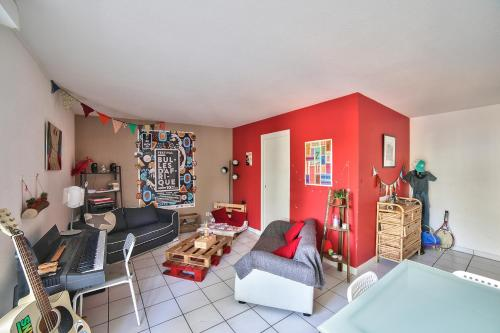 New! A spacious flat with Balcony - Chartrons : Appartement proche de Parempuyre