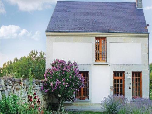 Two-Bedroom Holiday home Chinon with a Fireplace 05 : Hebergement proche de Chinon