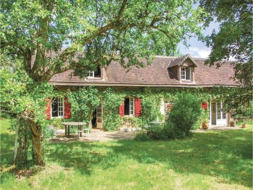 Four-Bedroom Holiday Home in Beauchene : Hebergement proche de Montaillé