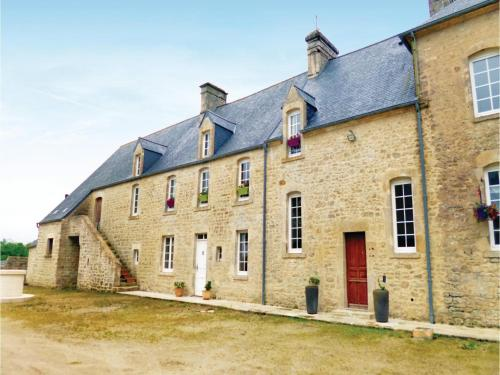 Three-Bedroom Holiday Home in Valognes : Hebergement proche de Rauville-la-Place