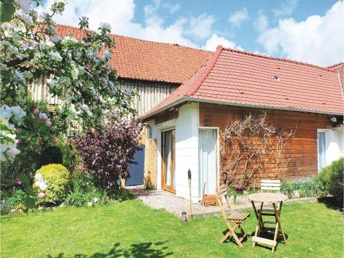 One-Bedroom Holiday Home in Ligny-sur-Canche : Hebergement proche de Monts-en-Ternois