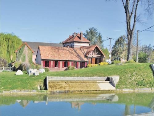 Three-Bedroom Holiday Home in Frise : Hebergement proche de Barleux