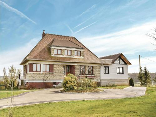 Four-Bedroom Holiday Home in Villers-Sous-Foucarmo. : Hebergement proche de Nesle-l'Hôpital