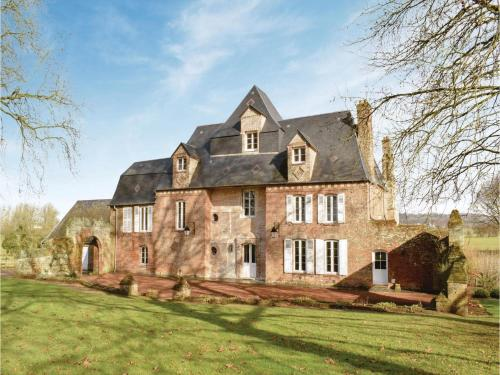 Six-Bedroom Holiday Home in Gournau en Bray : Hebergement proche de Beauficel-en-Lyons