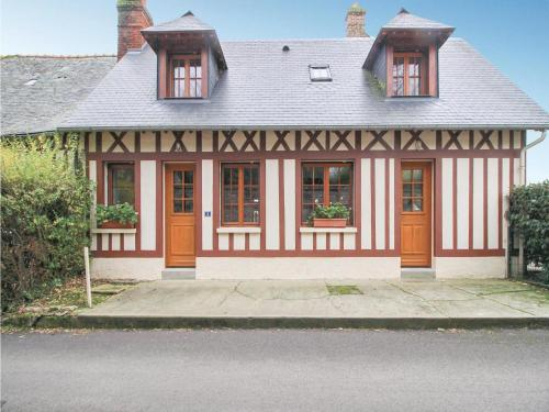 Two-Bedroom Holiday Home in Le Bourg-Dun : Hebergement proche de Crasville-la-Rocquefort