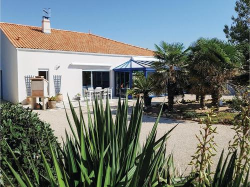 Two-Bedroom Holiday Home in l'Aiguillon sur Mer : Hebergement proche de La Faute-sur-Mer