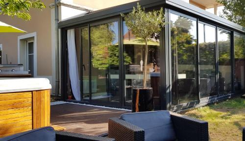 Appartement contemporain jardin & jacuzzi