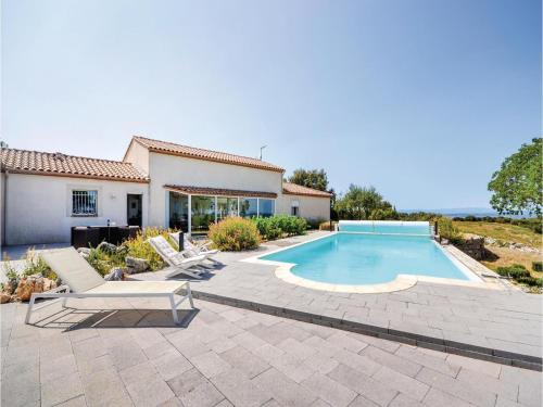 Five-Bedroom Holiday Home in Poulx : Hebergement proche de Sainte-Anastasie
