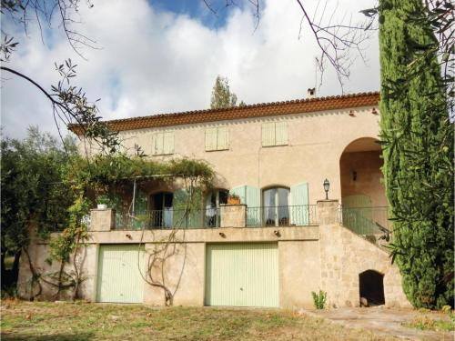 Seven-Bedroom Holiday Home in Pezenas : Hebergement proche d'Aumes
