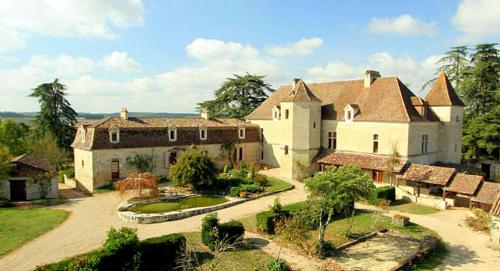 Colayrac-Saint-Cirq Chateau Sleeps 40 Pool WiFi : Hebergement proche de Le Passage