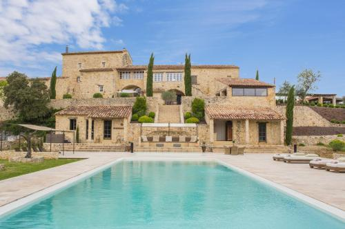 Saint-Privat-des-Vieux Villa Sleeps 19 Pool Air Con : Hebergement proche de Saint-Martin-de-Valgalgues