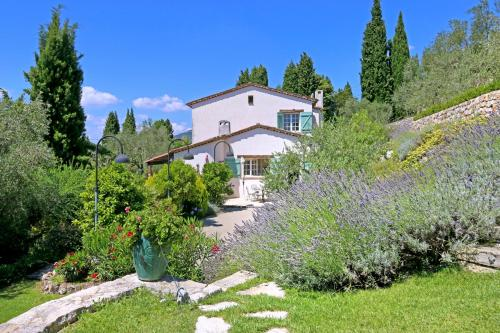 Saint-Marc-Jaumegarde Villa Sleeps 10 Pool WiFi : Hebergement proche de Saint-Vallier-de-Thiey