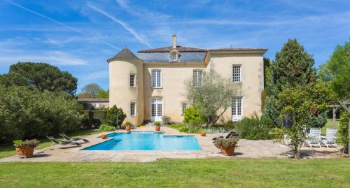 Fontet Chateau Sleeps 17 Pool Air Con WiFi : Hebergement proche d'Auros