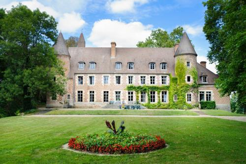 Paray-le-Fresil Chateau Sleeps 15 Pool WiFi : Hebergement proche de Saint-Martin-des-Lais
