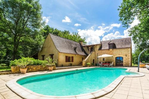 Soulaleve Villa Sleeps 10 Pool Air Con WiFi : Hebergement proche de Bourniquel