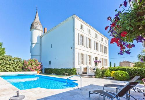 Le Temple-sur-Lot Chateau Sleeps 12 Pool : Hebergement proche de Coulx