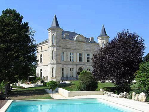 Laugnac Chateau Sleeps 18 Pool WiFi : Hebergement proche de Madaillan