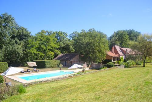 Tourtoirac Villa Sleeps 14 Pool Air Con WiFi : Hebergement proche de Clermont-d'Excideuil